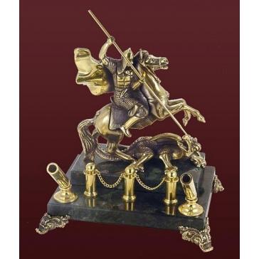 Статуэтка из бронзы «Георгий Победоносец» на каменном постаменте с визитницей и подставкой для ручек.