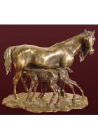 Бронзовая статуэтка «Лошадь с двумя жеребятами»