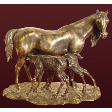 Статуэтка из бронзы «Лошадь с двумя жеребятами»