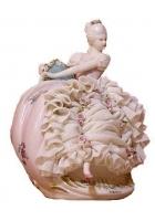 Фарфоровая статуэтка «Дама в платье»