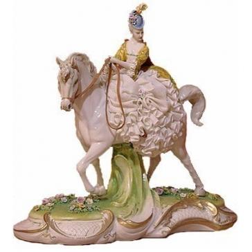 Фарфоровая статуэтка «Дама на коне»