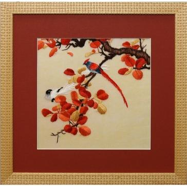 Вышитая шелковыми нитями картина «Две птички»