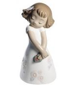 Фарфоровая статуэтка «Любовь это...она»