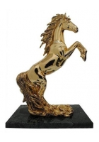 Скульптура «Конь на дыбах»