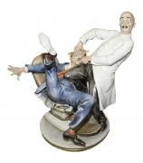 Фарфоровая статуэтка «Дантист»