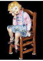 Фарфоровая статуэтка «Девочка на стуле»