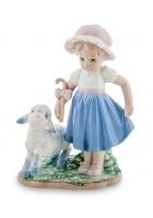 Фарфоровая статуэтка «Девочка с ягненком»