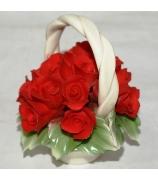 Фарфоровая статуэтка «Корзинка с алыми розами»