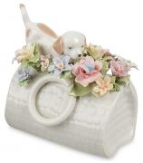Фарфоровая фигурка «Щенок в цветочной сумке»
