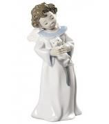 Фарфоровая статуэтка «В объятиях ангела»