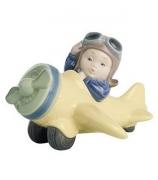Фарфоровая статуэтка «Юный летчик»