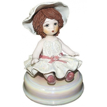 Фарфоровая музыкальная статуэтка «Девочка в шляпке», Италия