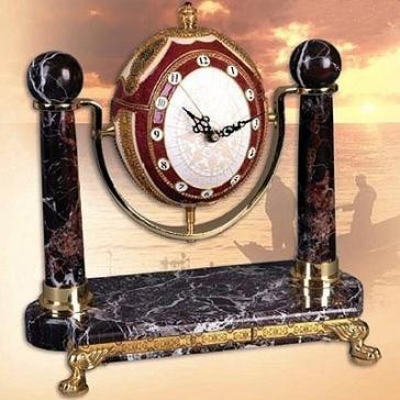 Кабинетные часы на мраморной подставке «Озеро Виктория»