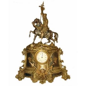 Часы из бронзы «Знаменосец»