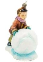 Елочная игрушка «Мальчик со снежным комом»