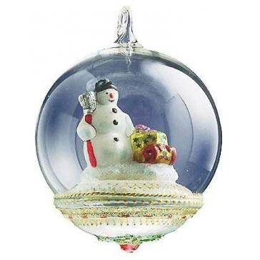 Елочная игрушка-глоба «Снеговик с подарками» из стекла, Komozja и Mostowski.
