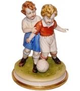 Фарфоровая статуэтка «Футболисты»