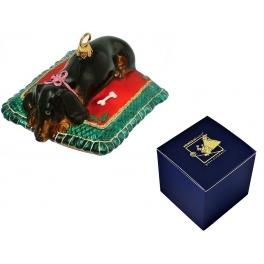 Елочная игрушка «Такса на подушке», размер 6х11 см