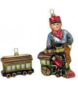 Набор игрушек «Мальчик с паровозиком и вагончиком»