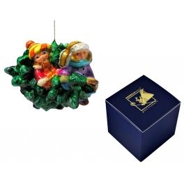 Стеклянная ёлочная игрушка «Малыши с ёлочкой»