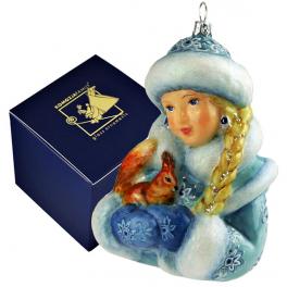Елочная игрушка ручной работы «Снегурочка с белочкой» в фирменной коробке