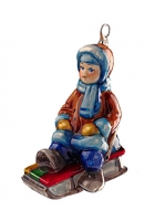 Елочная игрушка «Малыш на саночках»