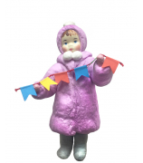 Елочная игрушка «Девочка с флажками»