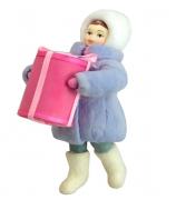 Елочная игрушка «Девочка с подарком»