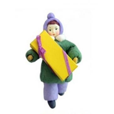 Ватная ёлочная игрушка «Девочка с подарком»
